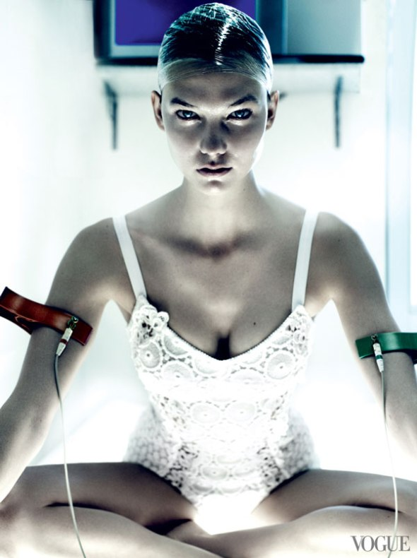 Karlie-Kloss-by-Mario-Testino-for-Vogue-US-July-2013-VividstateOrg-01